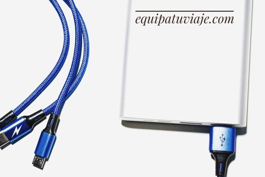 una powerbank con cables de conexión